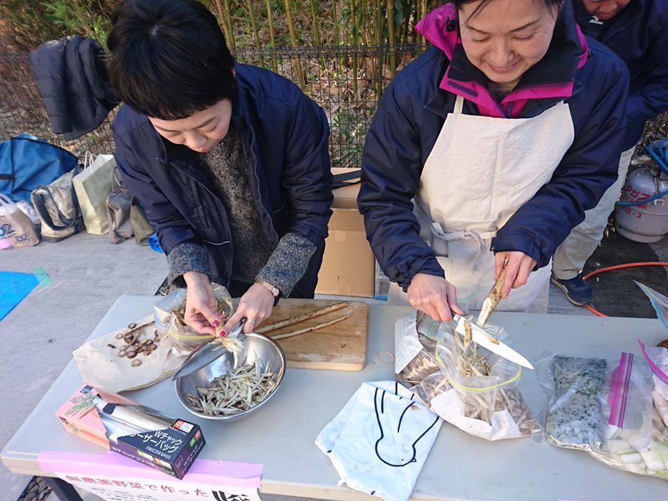 有機の野菜・味噌をつかって豚汁をつくりました。