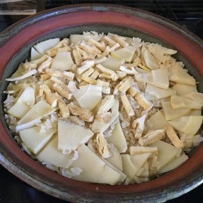 春を楽しむたけのこごはん 土鍋で炊き立てです