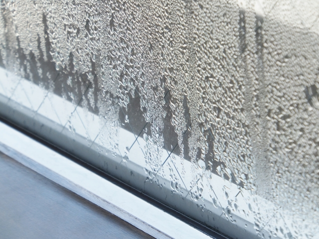 窓の結露の画像